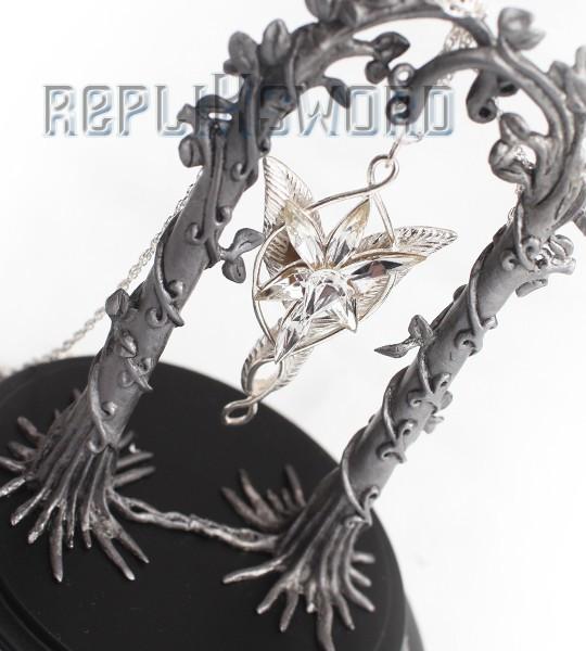 Le Seigneur des Anneaux - Arwen - Présentoir + Pendentif  Etoile du Soir